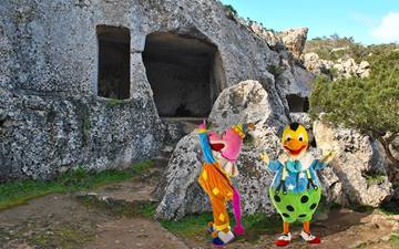 Caves, elephants and dinosaurs in Menorca? Just ask Kiko about it