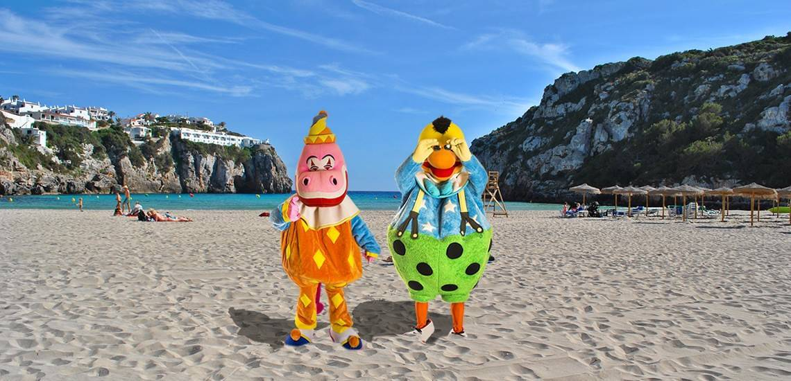 Will you join Kiko and visit a beach with a children's playground in Menorca?