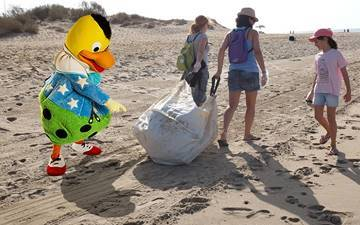 How can we take care of the beaches? Discover how with Kiko in Son Bou!