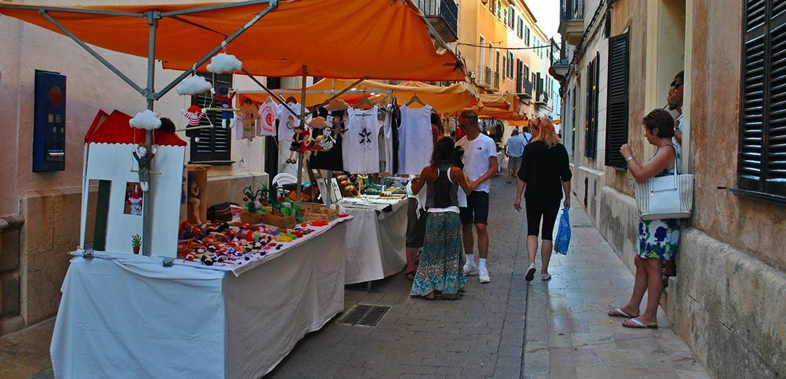 Mercado Artesanal es Mercadal