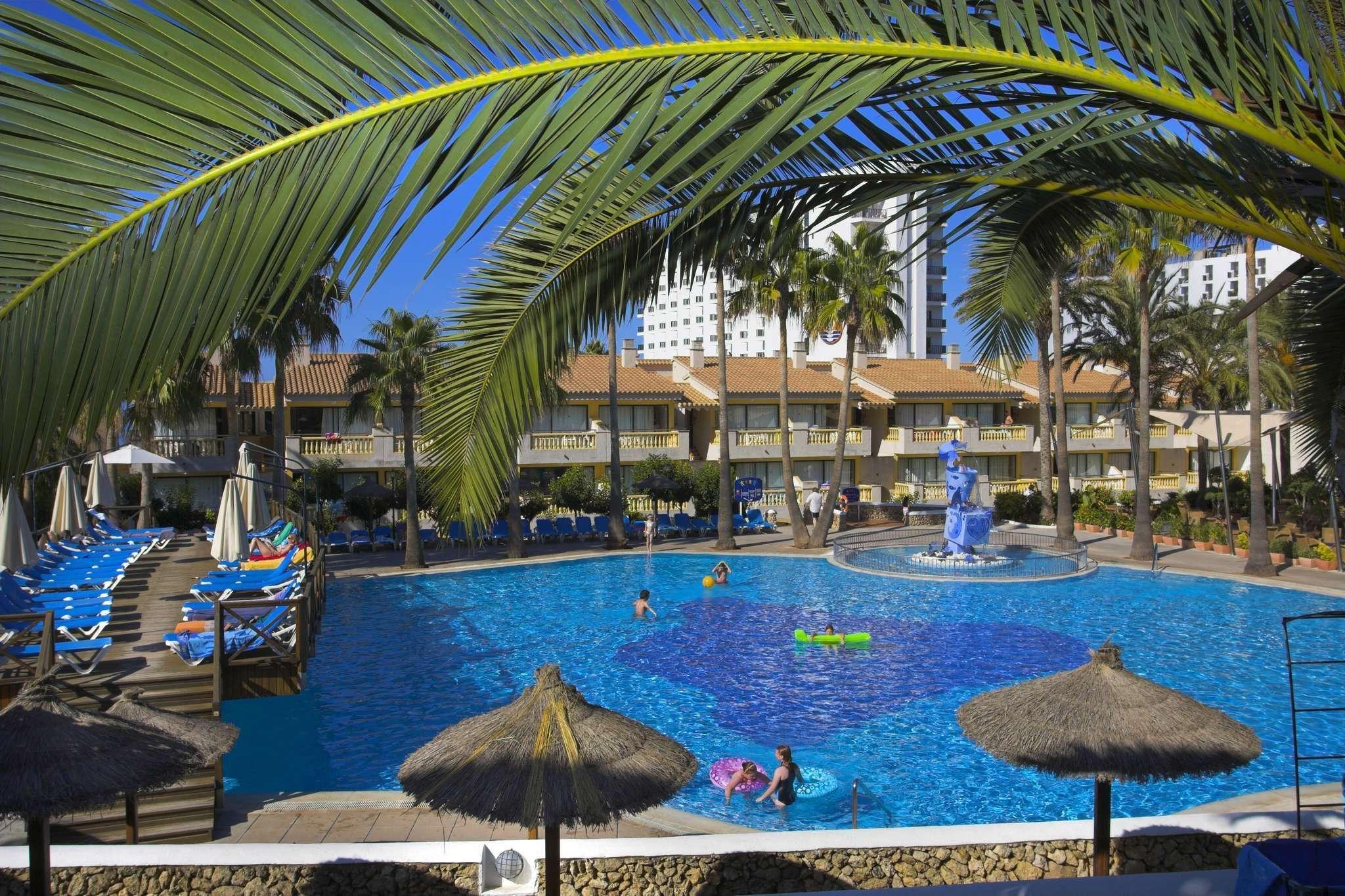 Foto della piscina principale del royal son bou family for Piantina della piscina