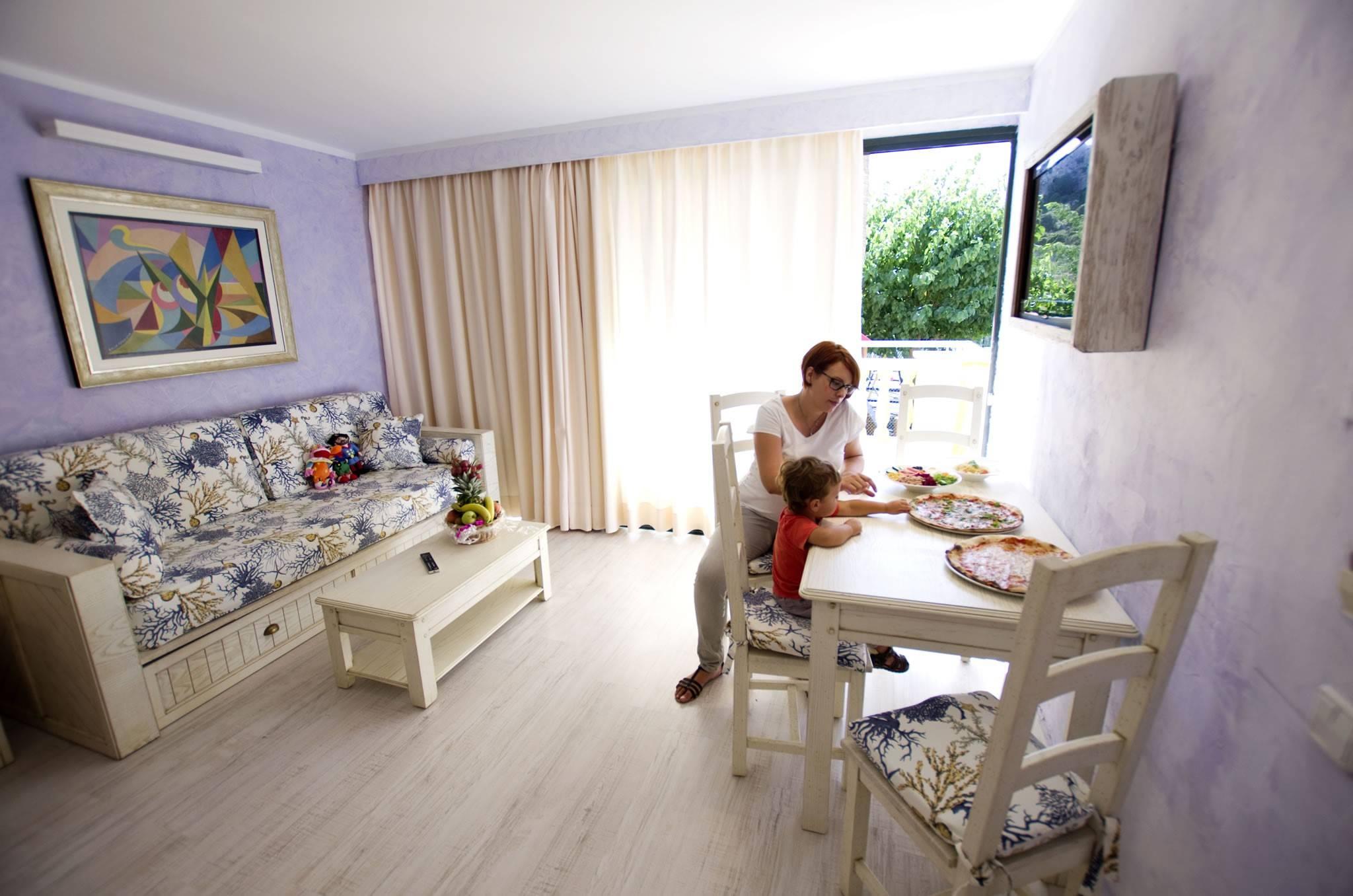 Apartamento 2 dormitorios familiar viajar en familia a for Habitaciones para familias