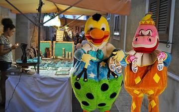 Kiko visits the craft markets of Menorca