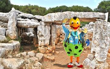 An Egyptian god and houses build in a circle. Is Kiko really in Menorca?