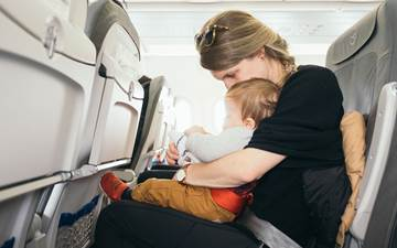 How do you prepare to fly with children to Menorca?